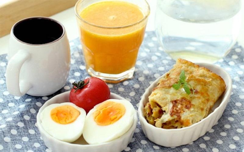 Sử dụng nước ép trái cây sau bữa sáng giúp cung cấp đầy đủ dưỡng chất