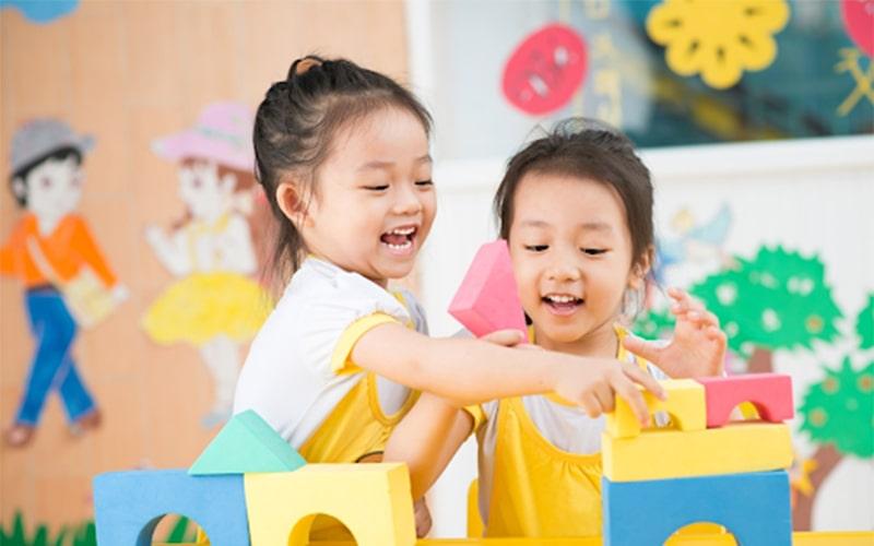Trẻ nên có những kỹ năng bảo vệ mình khi tự chơi