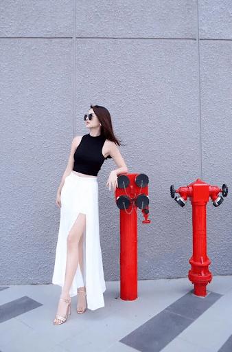 Chân váy maxi voan kết hợp cùng croptop
