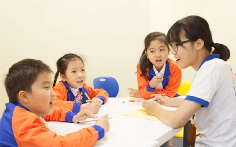 Hãy dành thời gian trò chuyện với học sinh