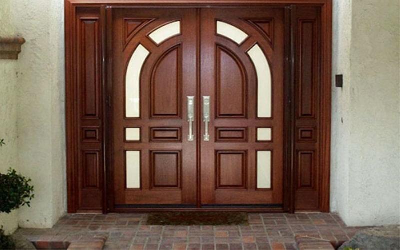 Cửa chính phải là cửa có kích cỡ lớn nhất