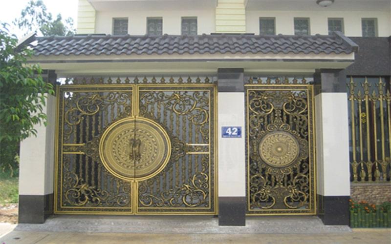 Nhà có 2 cửa chính
