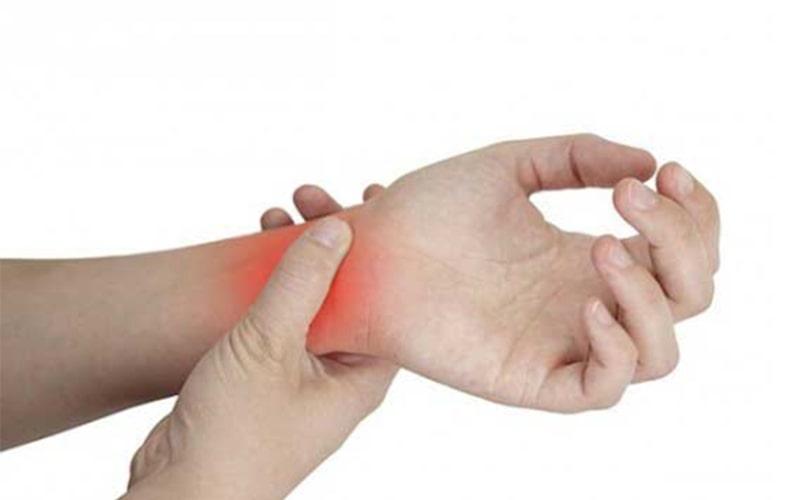 Chấn thương cổ tay khi tập tạ