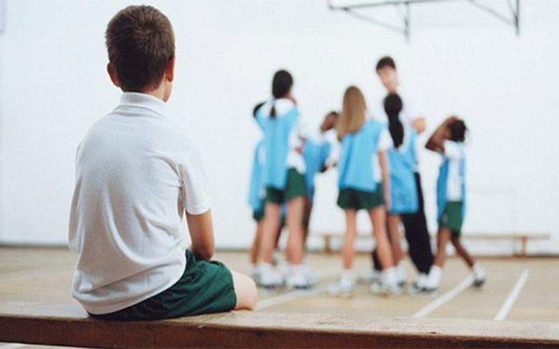 Nhút nhát khiến trẻ thường xuyên ở một mình