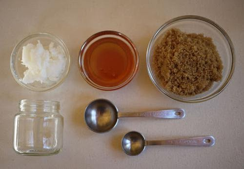 Nguyên liệu cần chuẩn bị để trị thâm môi bằng dầu dừa