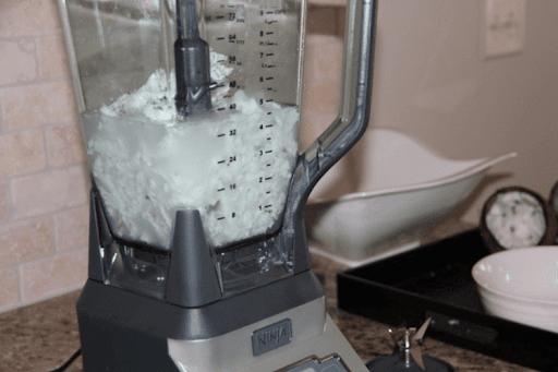 Xay cùi dừa với nước nóng