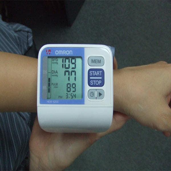 Đo huyết áp ở cổ tay