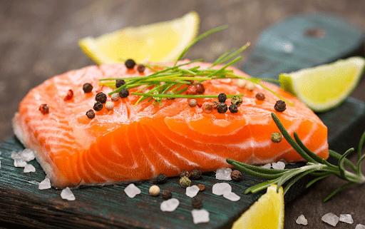 Cá hồi bổ máu rất tốt giúp thai nhi phát triển trí não