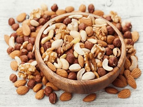 Các loại hạt sấy khô luôn nằm trong top những thực phẩm bổ máu cho bà bầu