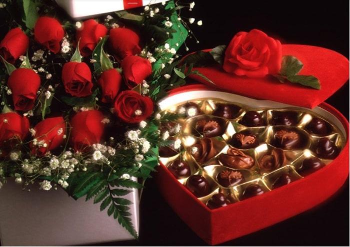 Socola và hoa hồng cho Valentine