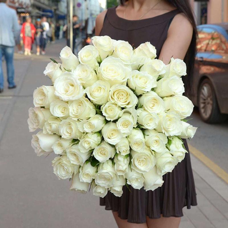 Hoa hồng trắng được coi là biểu tượng của tình yêu chân thành