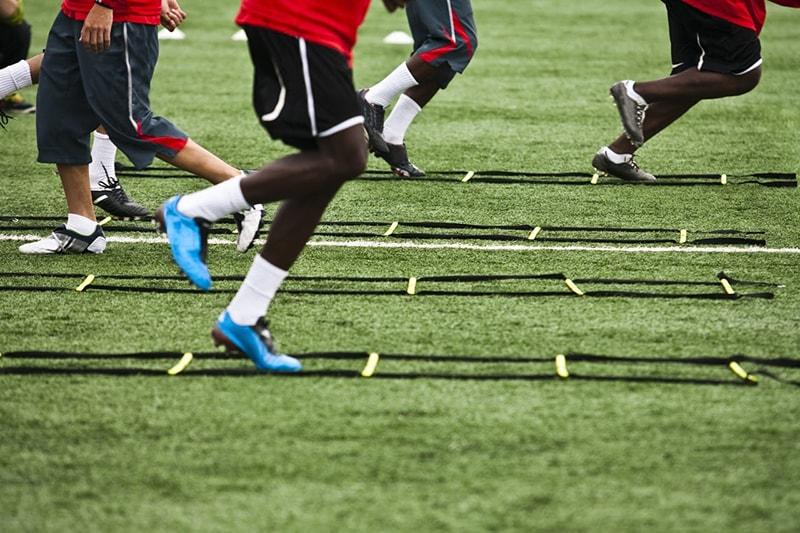 Tập di chuyển là bài tập tăng thể lực rất quan trọng trong bóng đá
