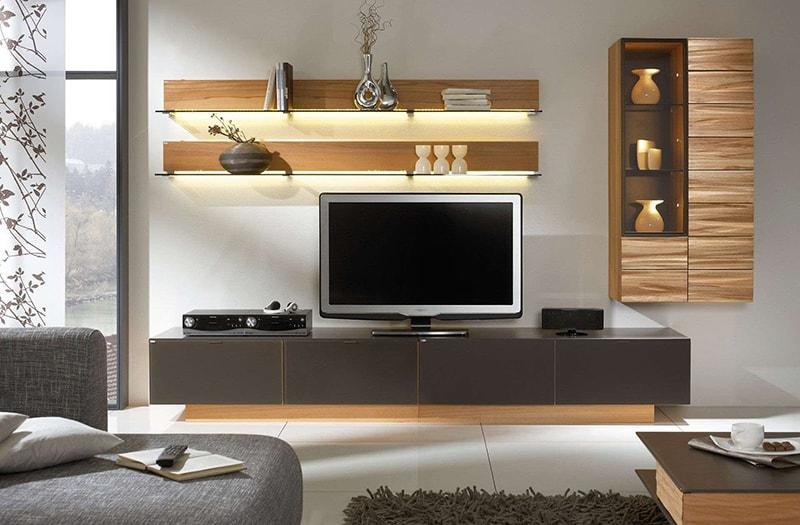 Tủ/ kệ gỗ là vật dụng nên có trong phòng khách